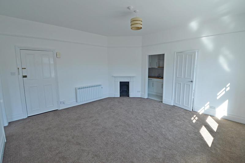 Lounge 2 Property to Let in Petersfield