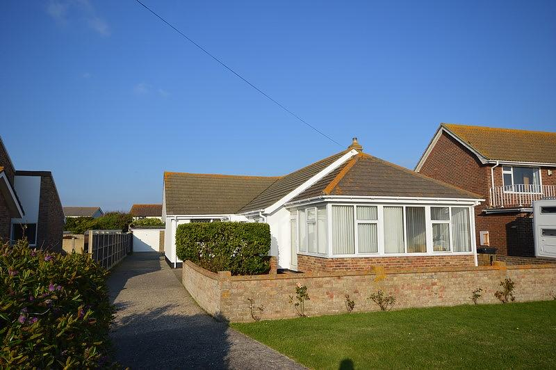 Front Bungalow to rent in Bracklesham Bay