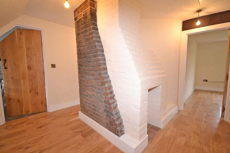 Landing with exposed chimney feature