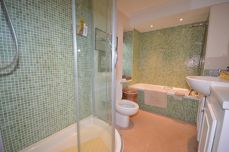 Bathroom Apartment to rent in Chichester