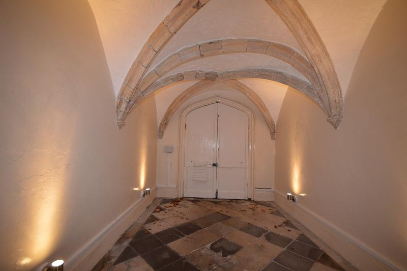 Communal hall Apartment to rent in Chichester