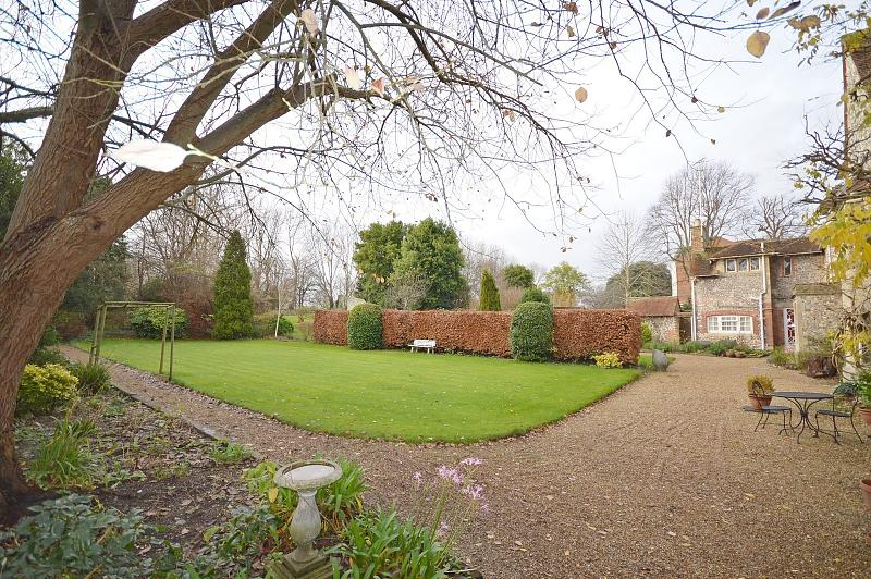 Communal grounds Apartment to rent in Chichester