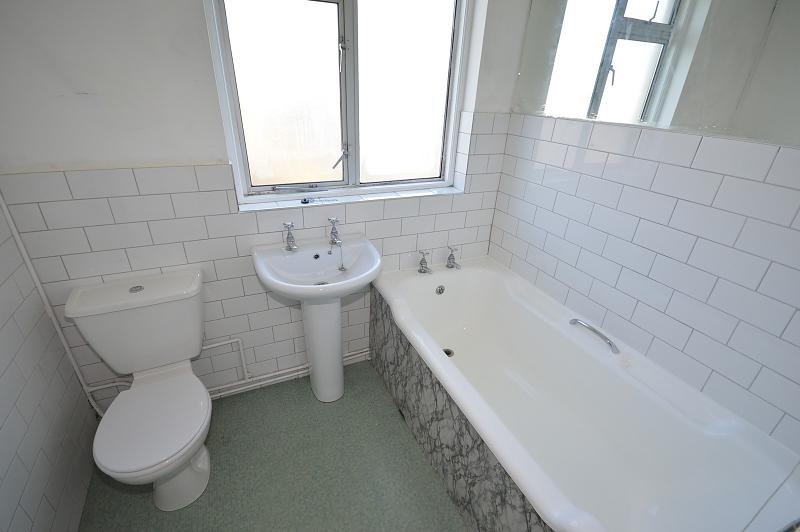 Bathroom House to rent in Chichester
