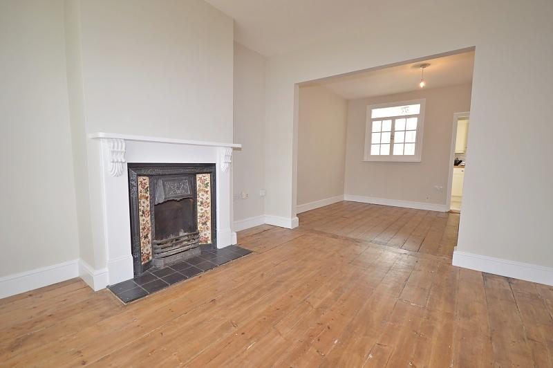 Living room House to rent in Chichester