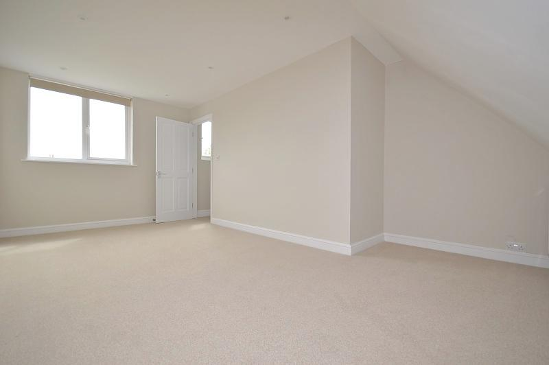 Second floor bedroom House to rent in Chichester