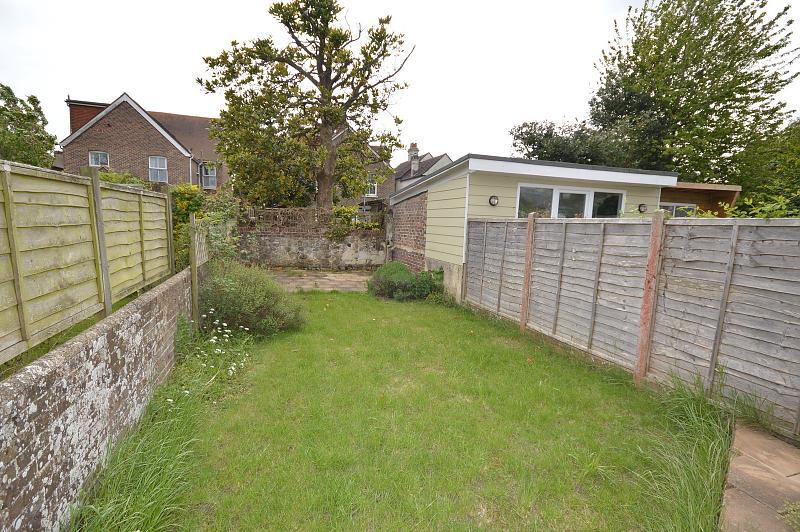 Rear garden House to rent in Chichester