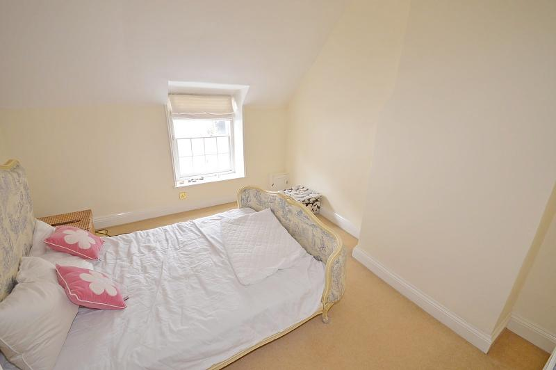 Main bedroom House to rent in Chichester City Centre