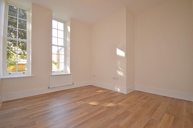 Master bedroom Apartment to rent in Chichester
