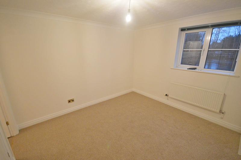 Bedroom 1 Apartment to rent in Bosham