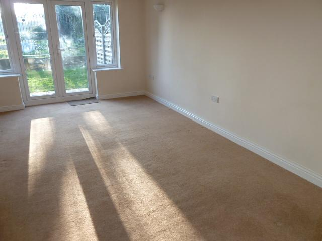 Lounge Property to Let in Liss