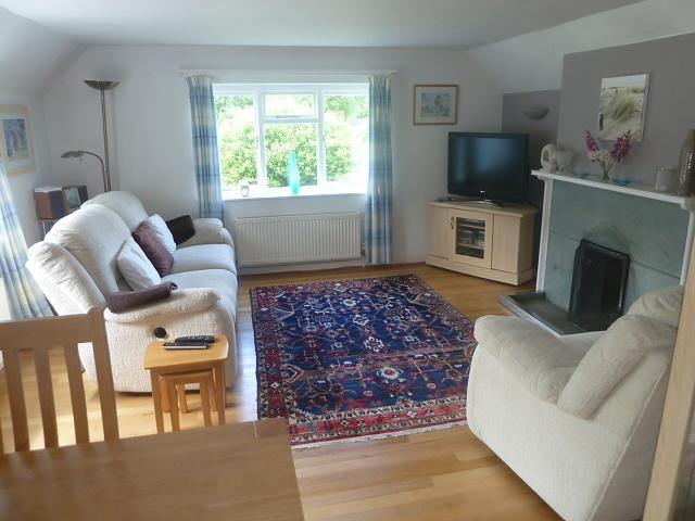 Lounge Property to let in Rogate