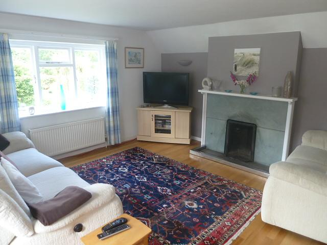 Lounge 2 Property to Let in Rogate