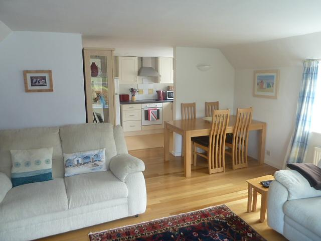 Dining Room Property to let in Rogate