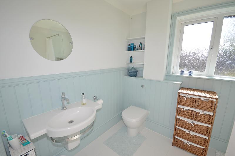 House to rent in Chichester - Shower room
