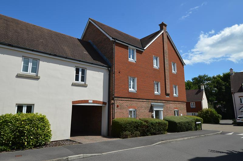 Side shot Property to let in Petersfield