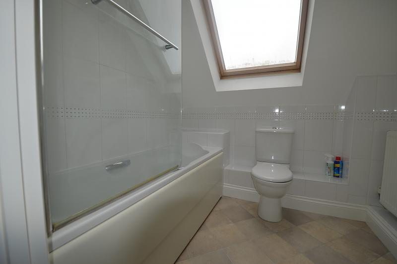 Bathroom Property to let in Petersfield