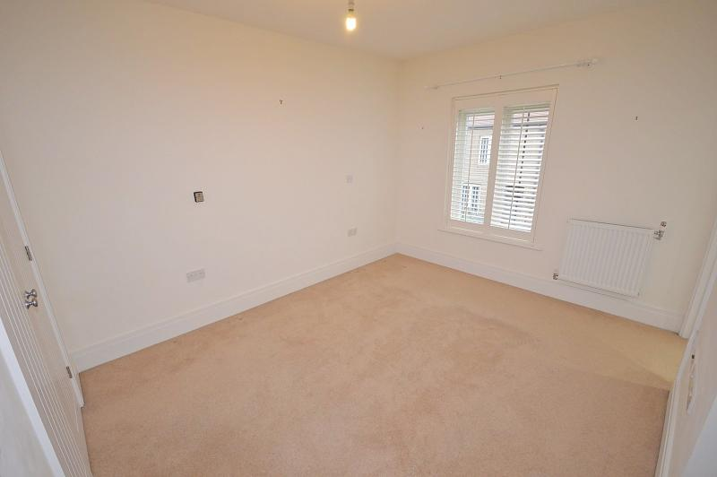Bedroom 1 House to rent in Chichester
