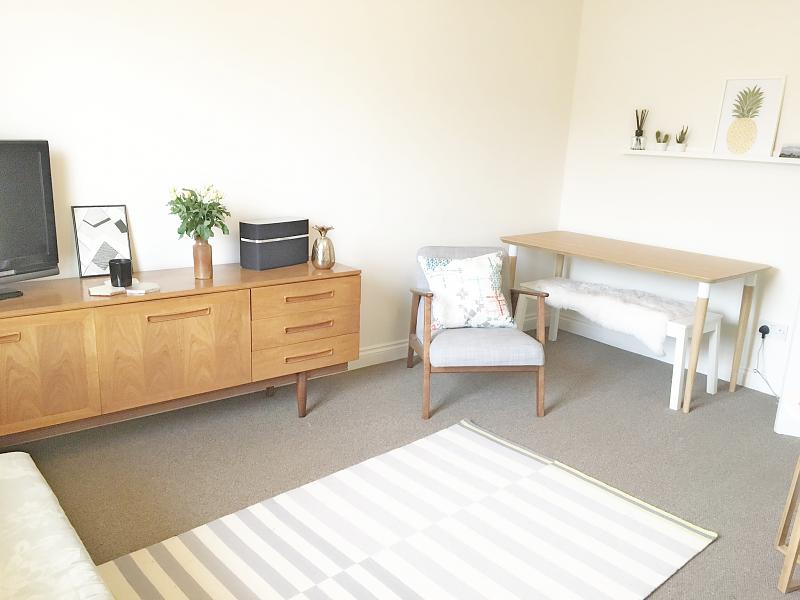 Living room of property to rent in Chichester