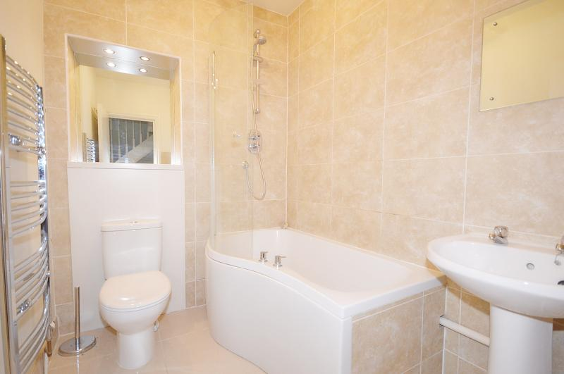Bathroom of property to rent in Chichester