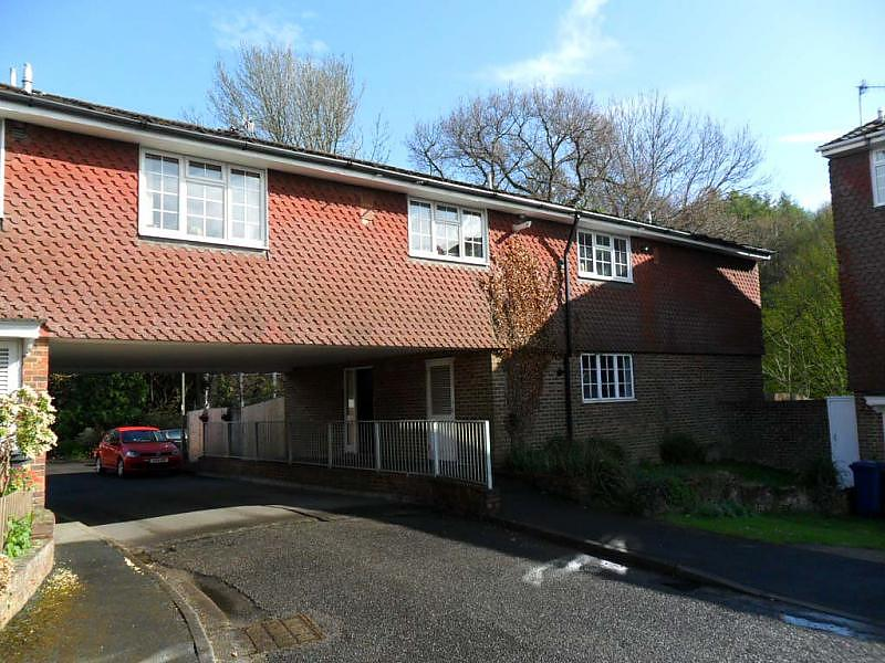 Front property to let in Haslemere (Main)