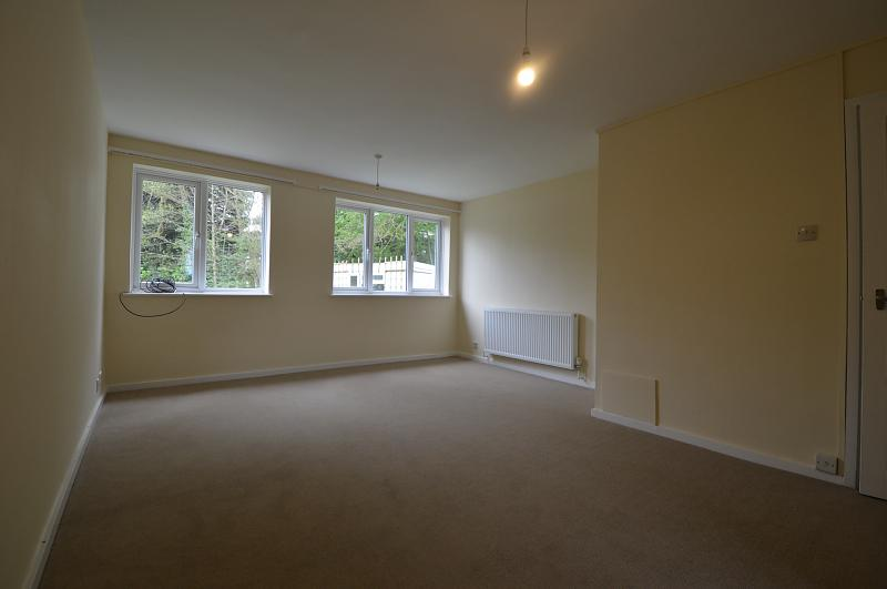 Living room property to let in Haslemere