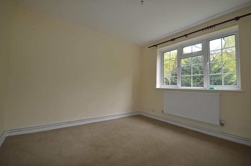 Master bedroom property to let in Haslemere