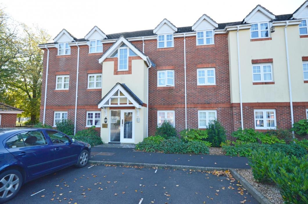 Front property to rent in Chichester (Main)