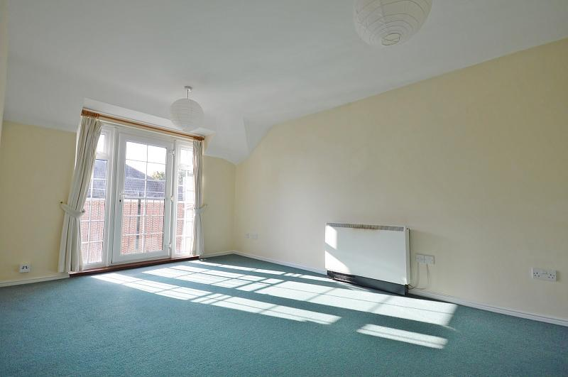 Living room property to rent in Chichester