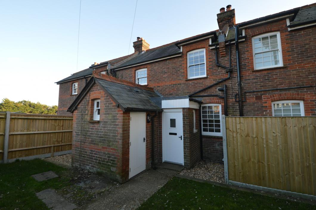 Front Property to Let in Old Bedhapton (Main)