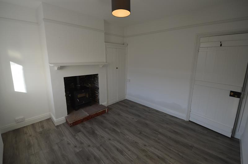 Lounge property to let in Old Bedhampton