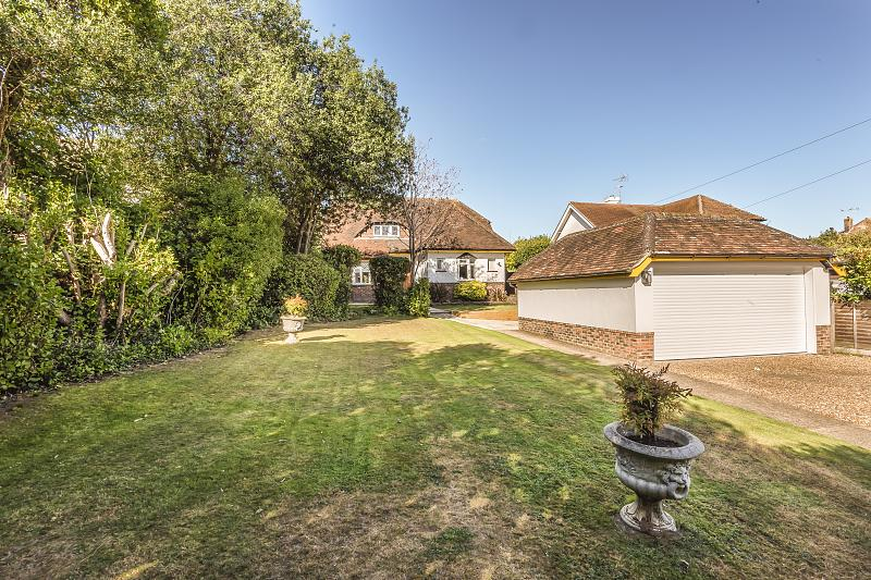 Detached house to rent in Middlton-On-Sea