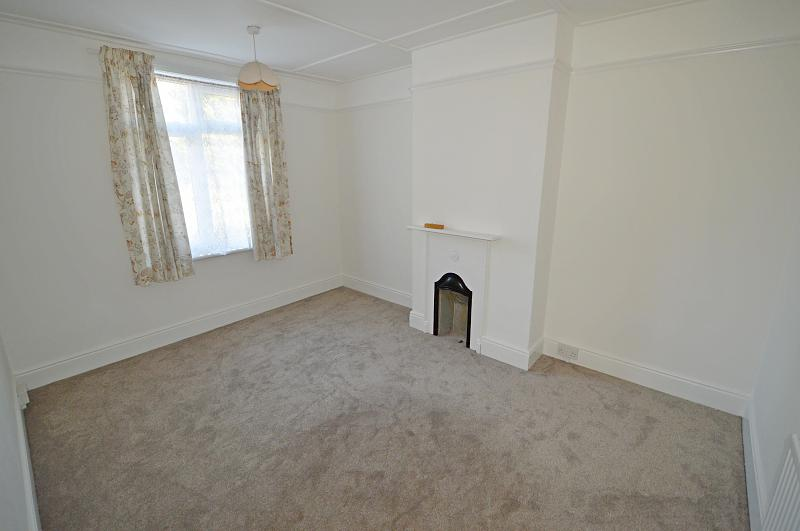 Bedroom 2 Property to let in Buriton