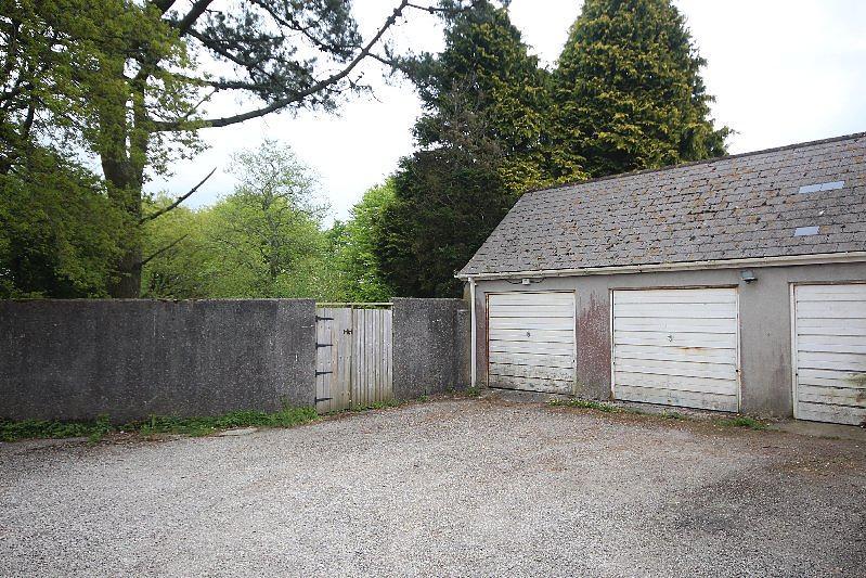 Single garage in block