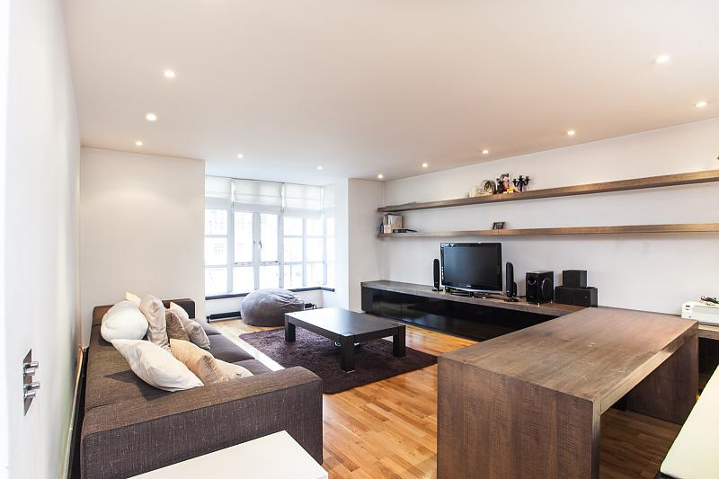19 Oak Lodge, Kensington