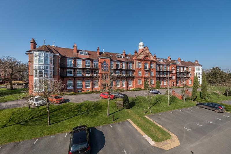 2 bedroom  Fourth Floor Flat for Sale in Kingswood