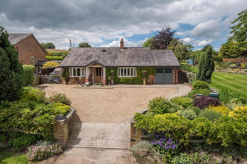 3 bedroom  Detached House for Sale in Brown Knowl
