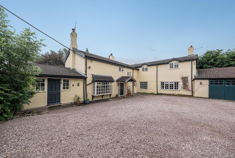 5 bedroom  Detached House for Sale in Whatcroft