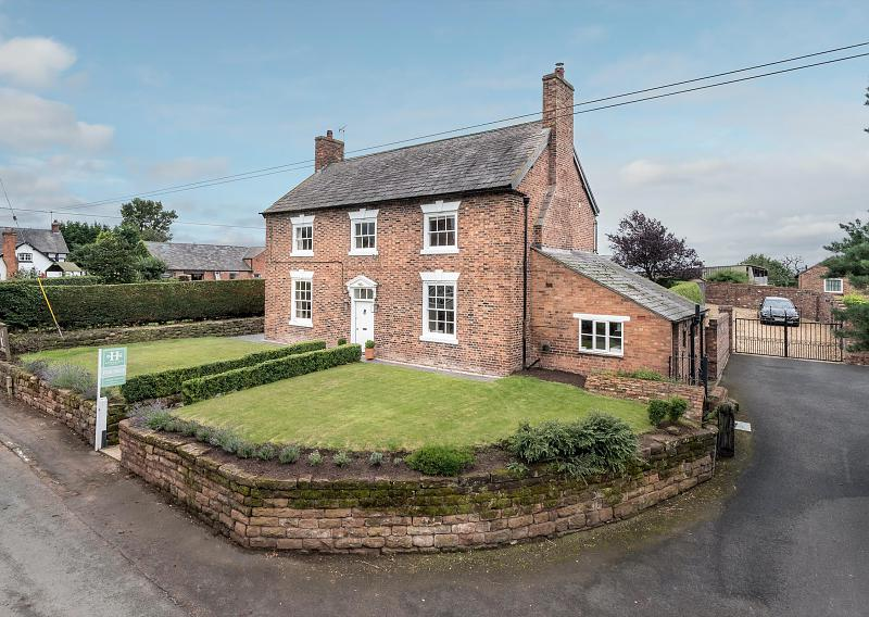 3 bedroom  Detached House for Sale in Barton, Nr. Malpas