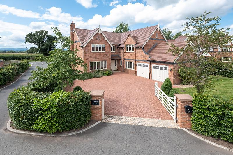 5 bedroom  Detached House for Sale in Stretton