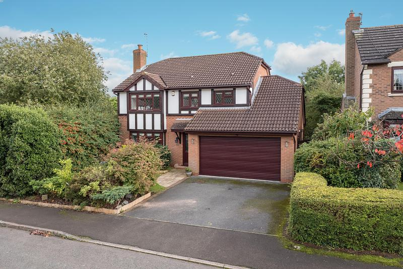 4 bedroom  Detached House for Sale in Hartford