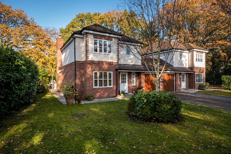 3 bedroom  Detached House for Sale in Frodsham