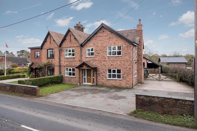 4 bedroom  Semi Detached House for Sale in Bunbury Heath