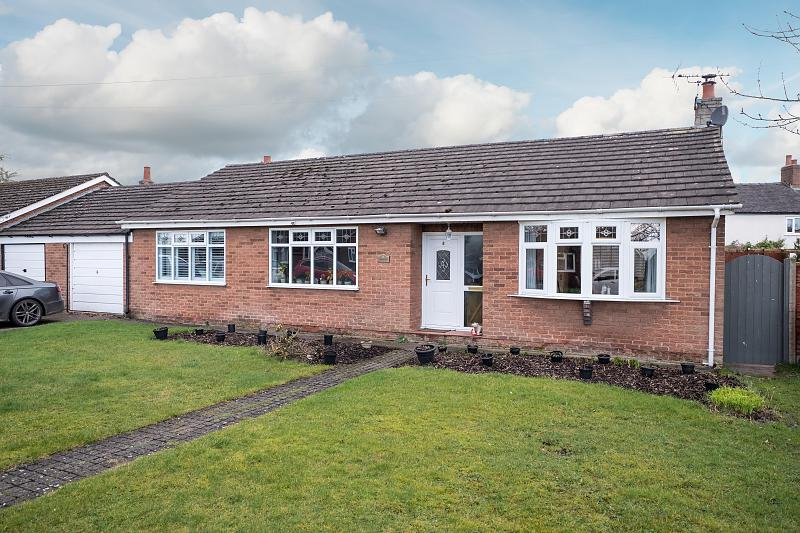 3 bedroom  Link Detached Bungalow for Sale in Crowton