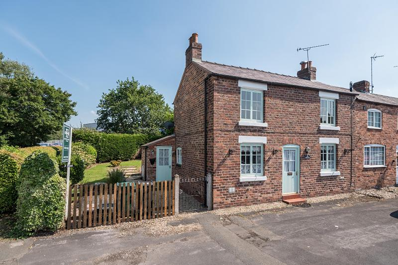 3 bedroom  End Terrace House for Sale in Tarvin