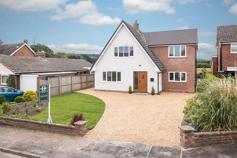 4 bedroom  Detached House for Sale in Ashton