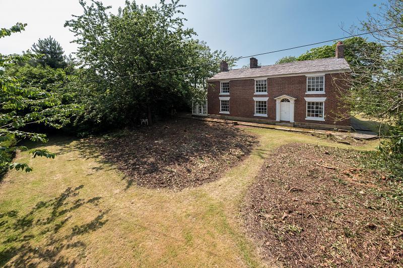 6 bedroom  Detached House for Sale in Davenham