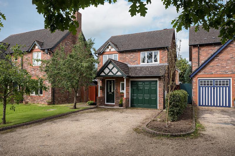 3 bedroom  Detached House for Sale in Kingsmead