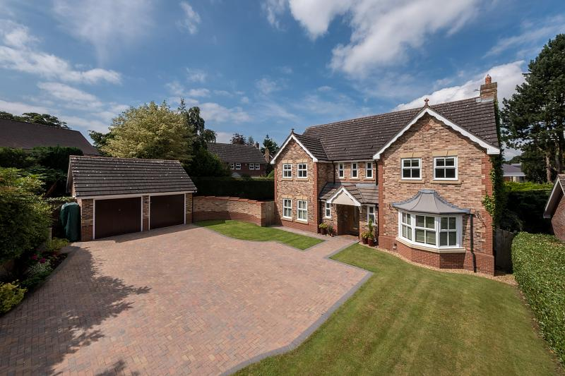 5 bedroom  Detached House for Sale in Hartford