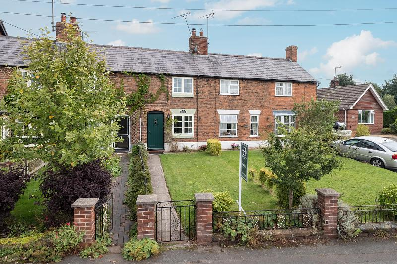 2 bedroom  Terraced House for Sale in Tiverton