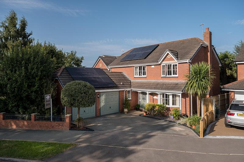 4 bedroom  Detached House for Sale in Darnhall